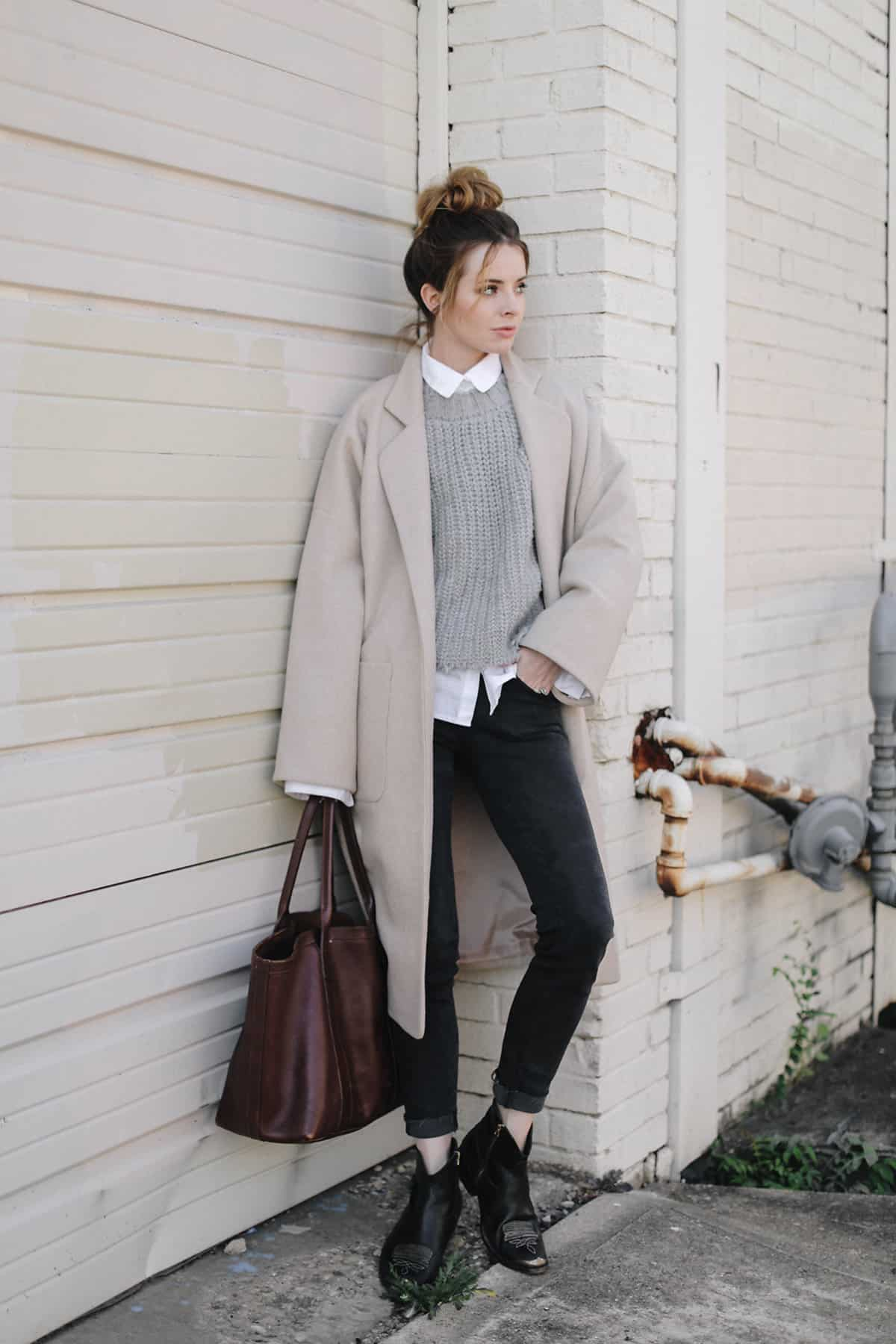Neutral layers fall outfit idea