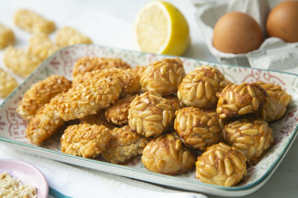 Almond pine nuts panellets easy halloween treats