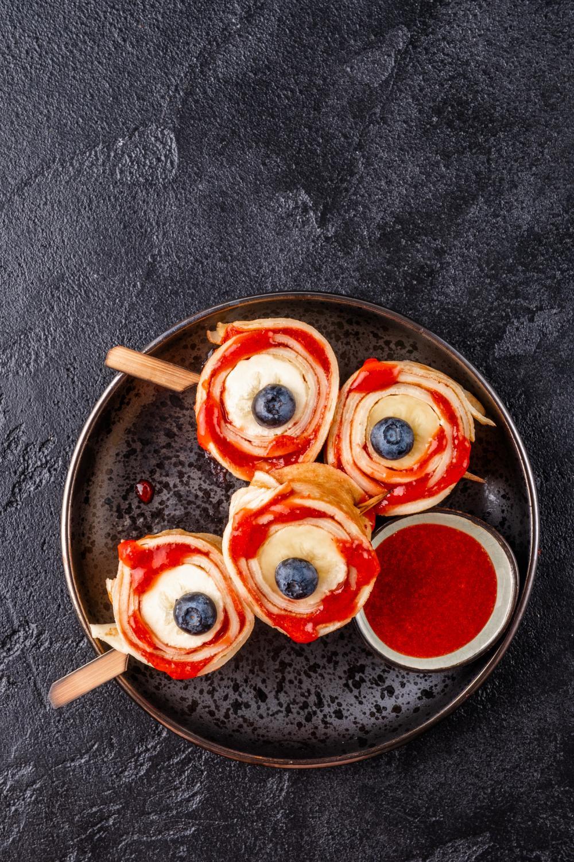 Bloody eyeballs halloween treat ideas