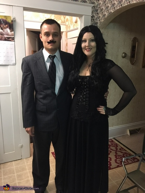 Cool couple halloween costumes gomez and morticia addams