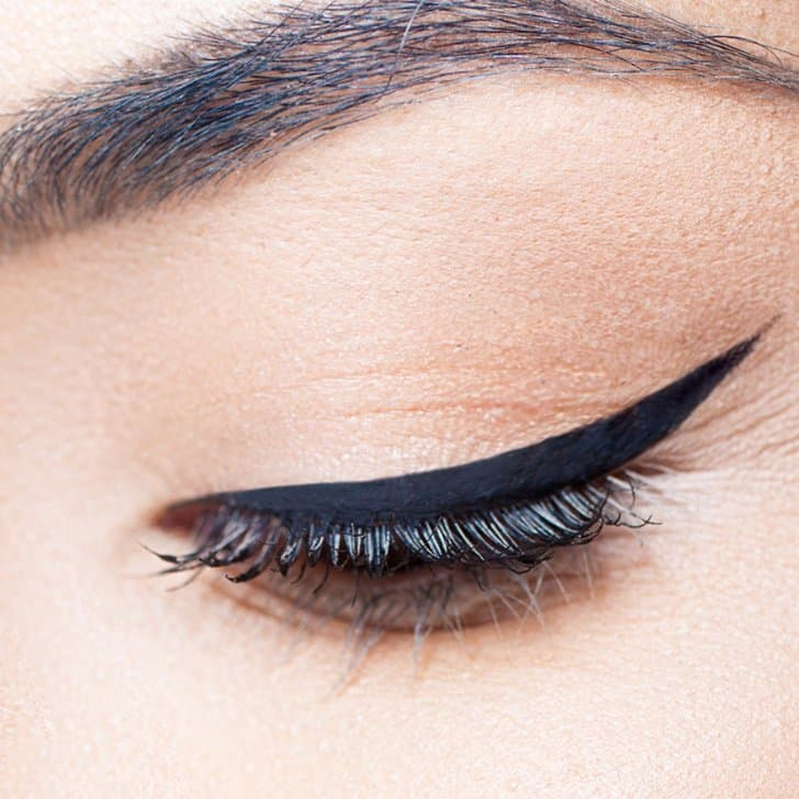Create cat eye using scotch tape