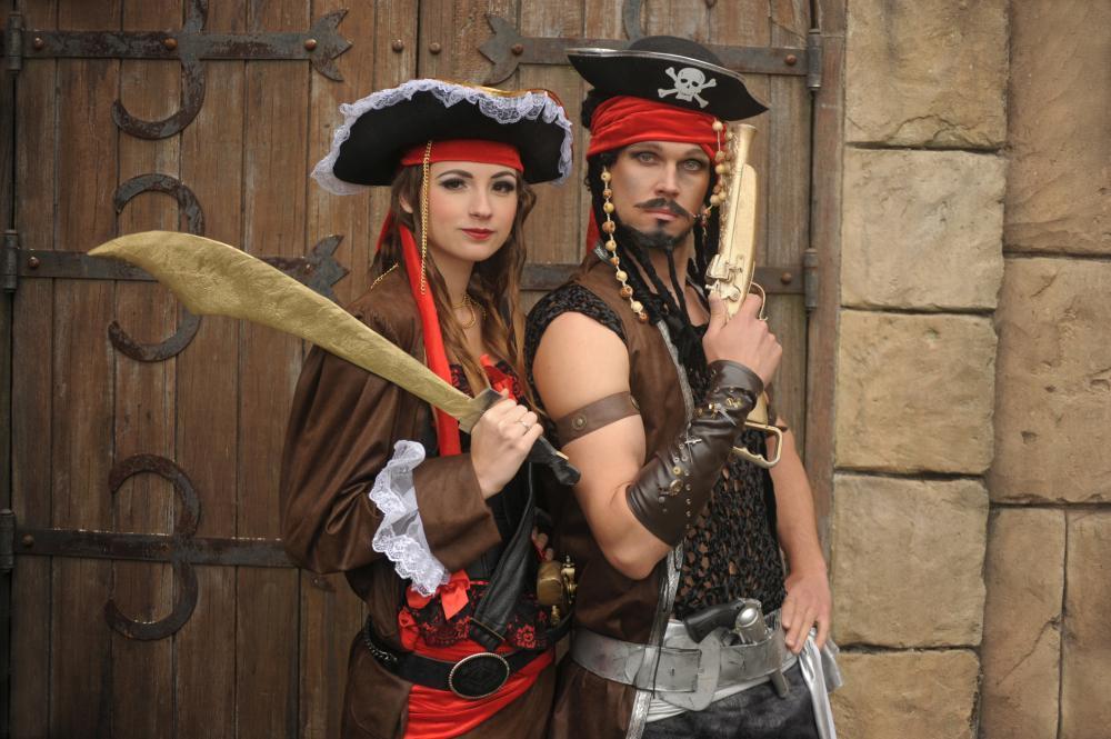 Diy men's halloween costumes pirate