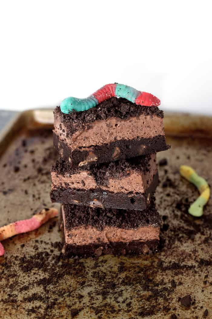 Dirt and worms brownies