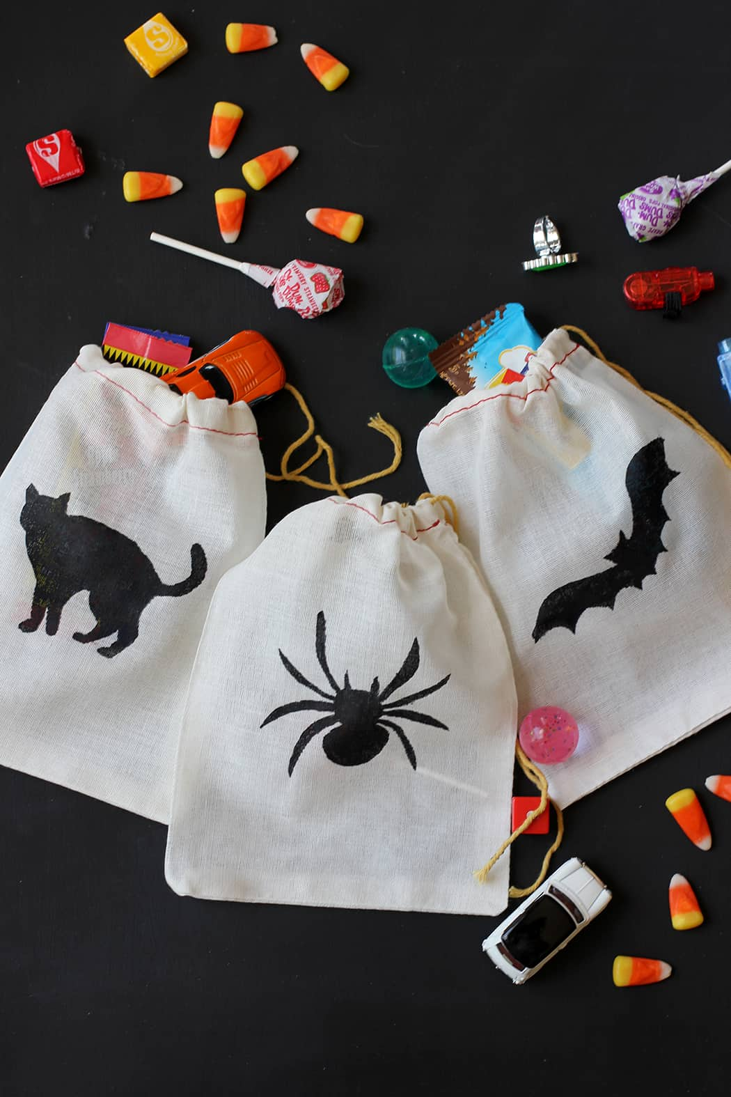 Drawstring silhouette candy bags