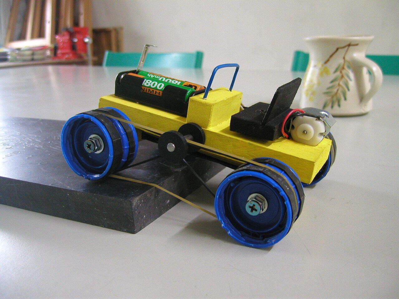 Electric wood and elastic band car