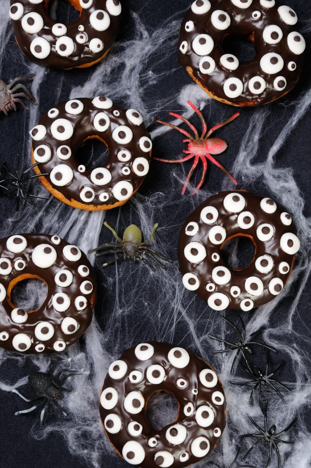 Eye monster donuts kid food ideas for halloween