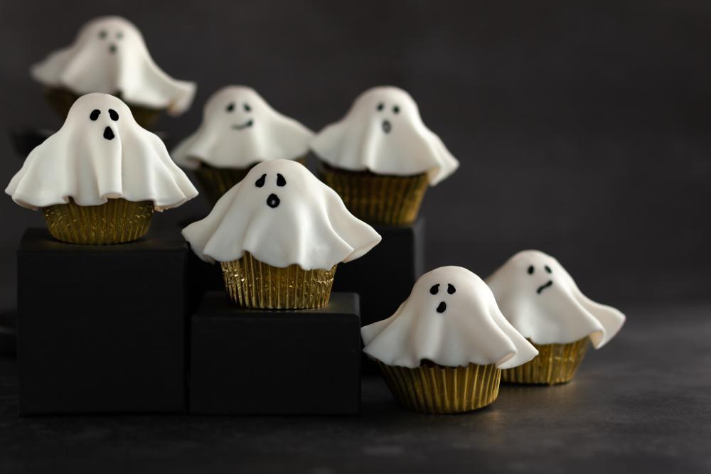 Fondant ghost cupcakes halloween treats