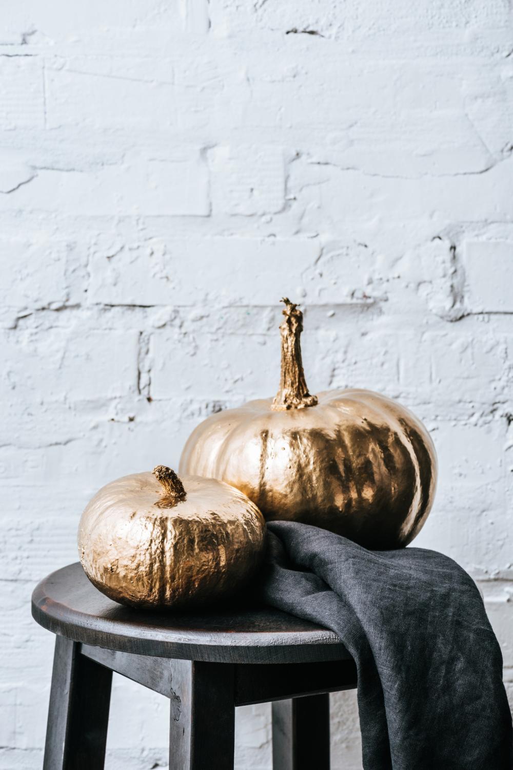 Gold halloween pumpkin painting
