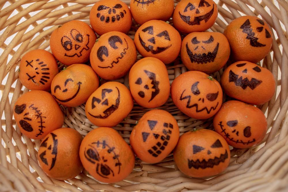 Jack o lantern mandarin oranges easy halloween treats