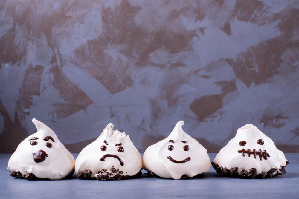 Meringue ghosts halloween treat ideas