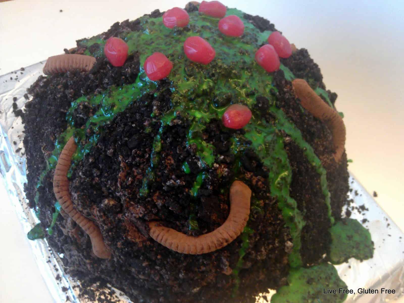 Muddy worm cake