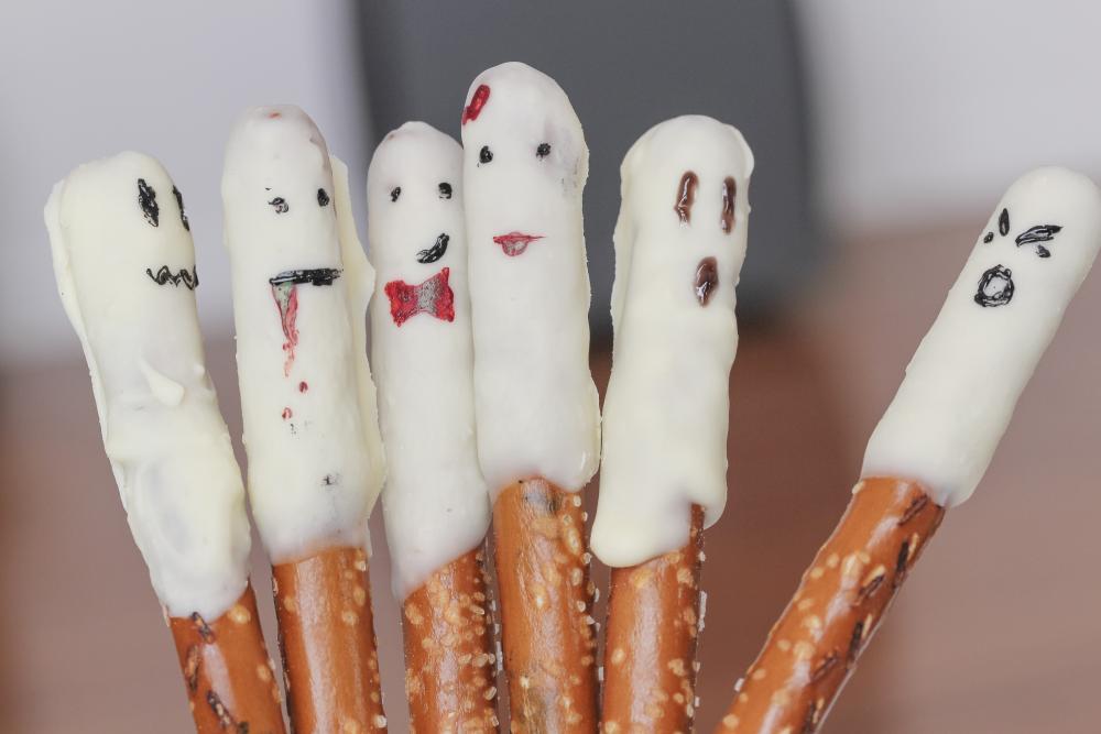 Pretzel stick ghosts easy halloween appetizers