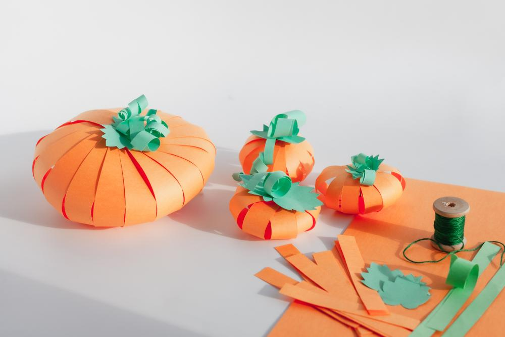 Stripped paper pumpkins halloween paper crafts