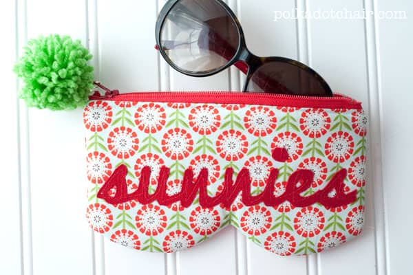 Zipping sunnies case