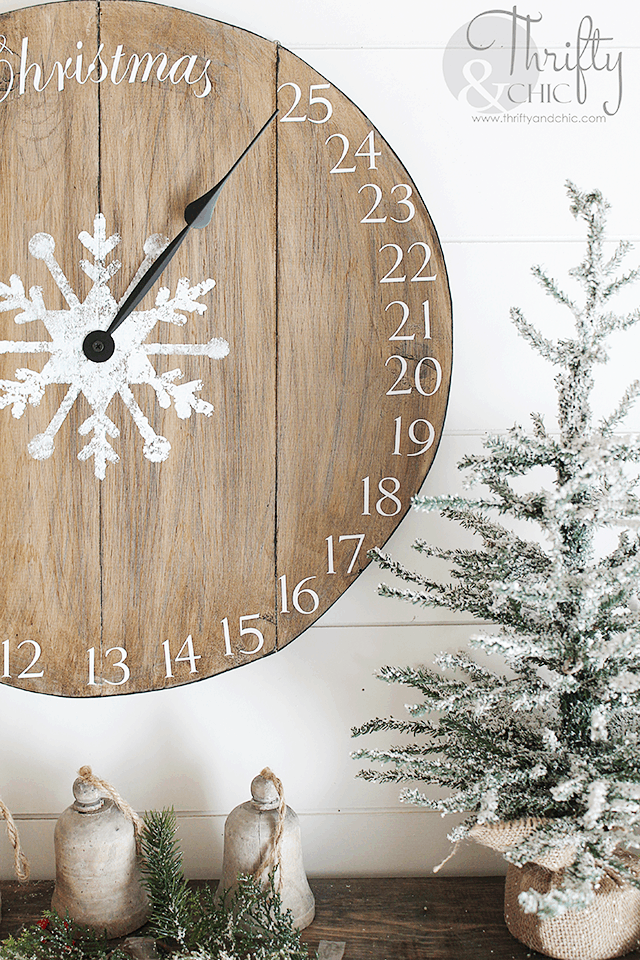 Diy christmas wood clock