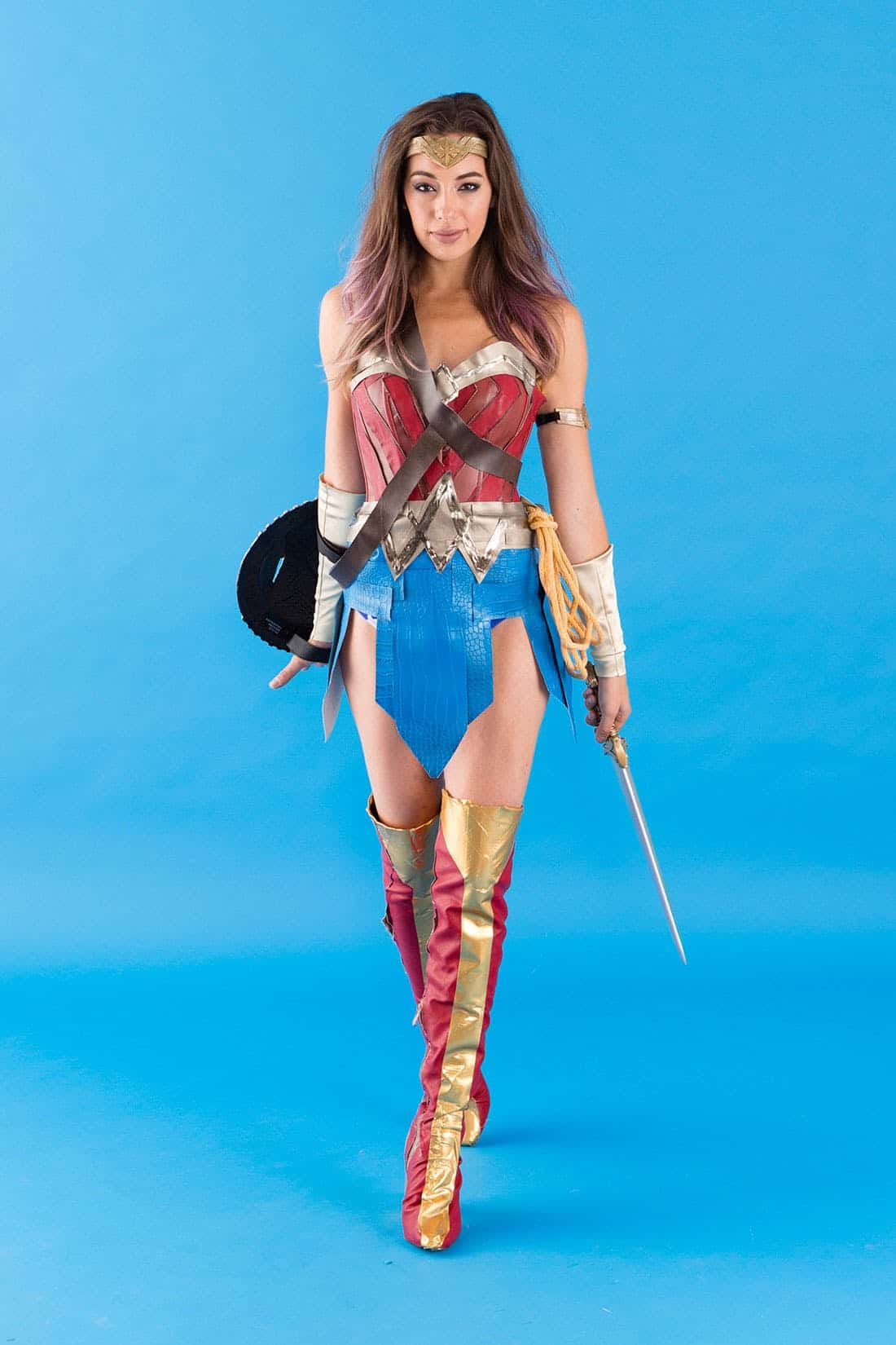 15 super creative halloween costumes you can diy diy wonder woman costume solutioingenieria Gallery