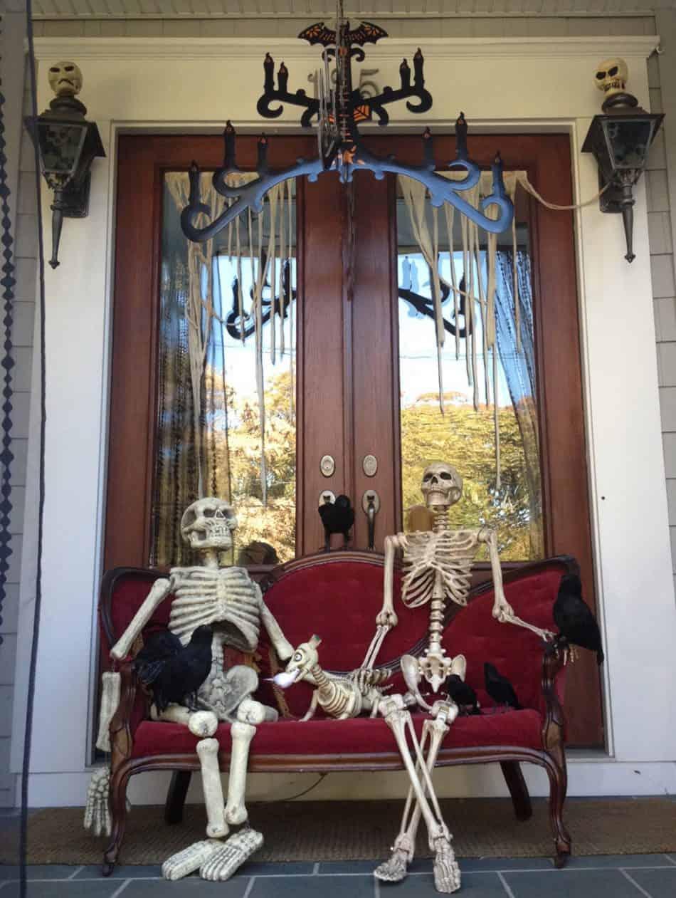 Skeleton greeting front door diy idea