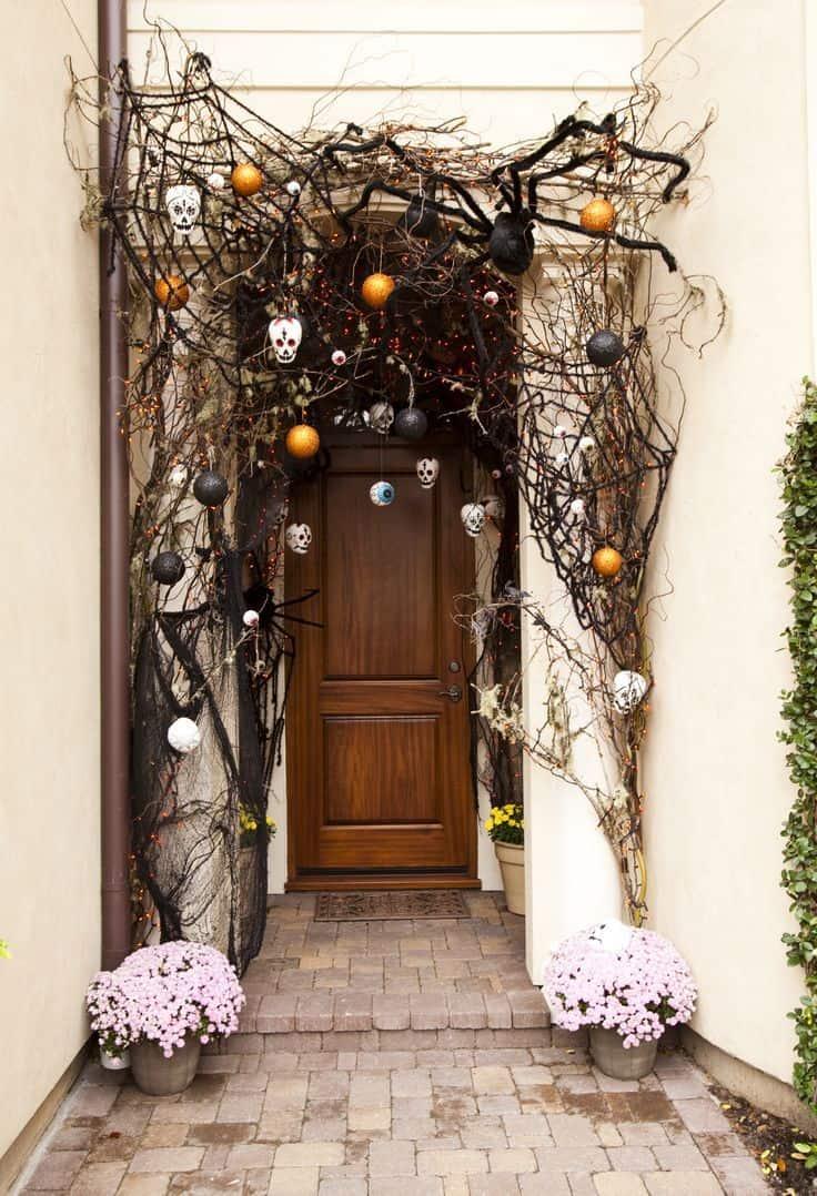 Spooky halloween front door idea