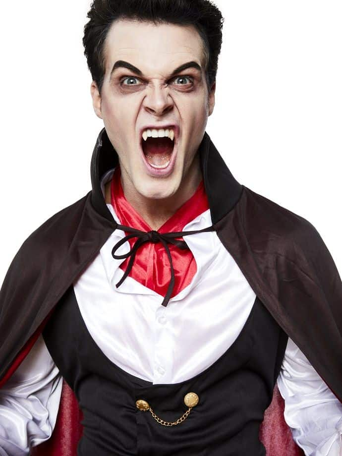 15 diy costumes for the men in our lives vampire diy costume solutioingenieria Choice Image
