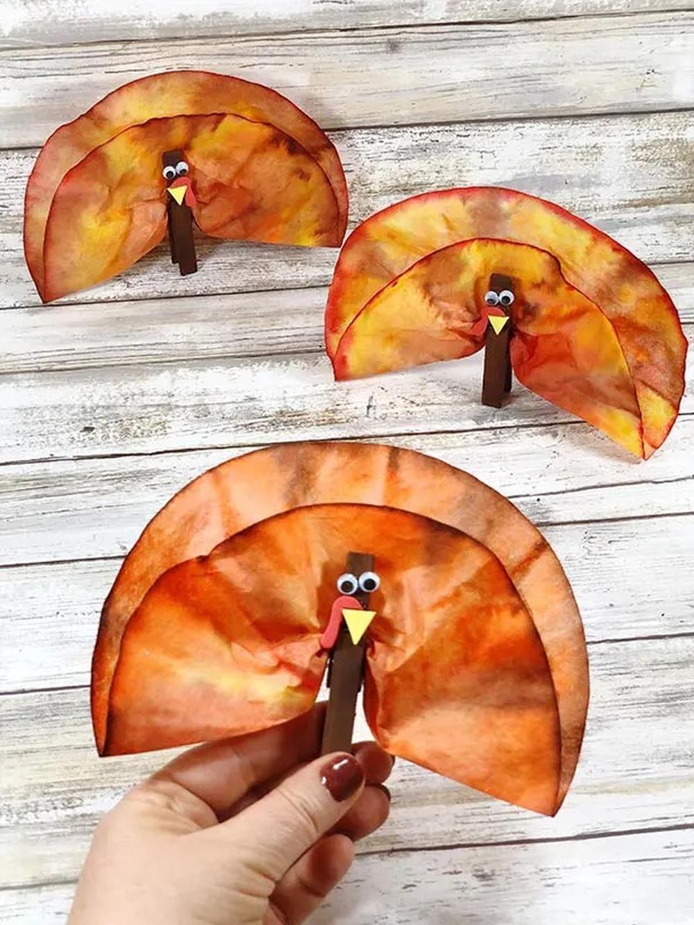 Coffee filter turkeys thanksgiving crafts