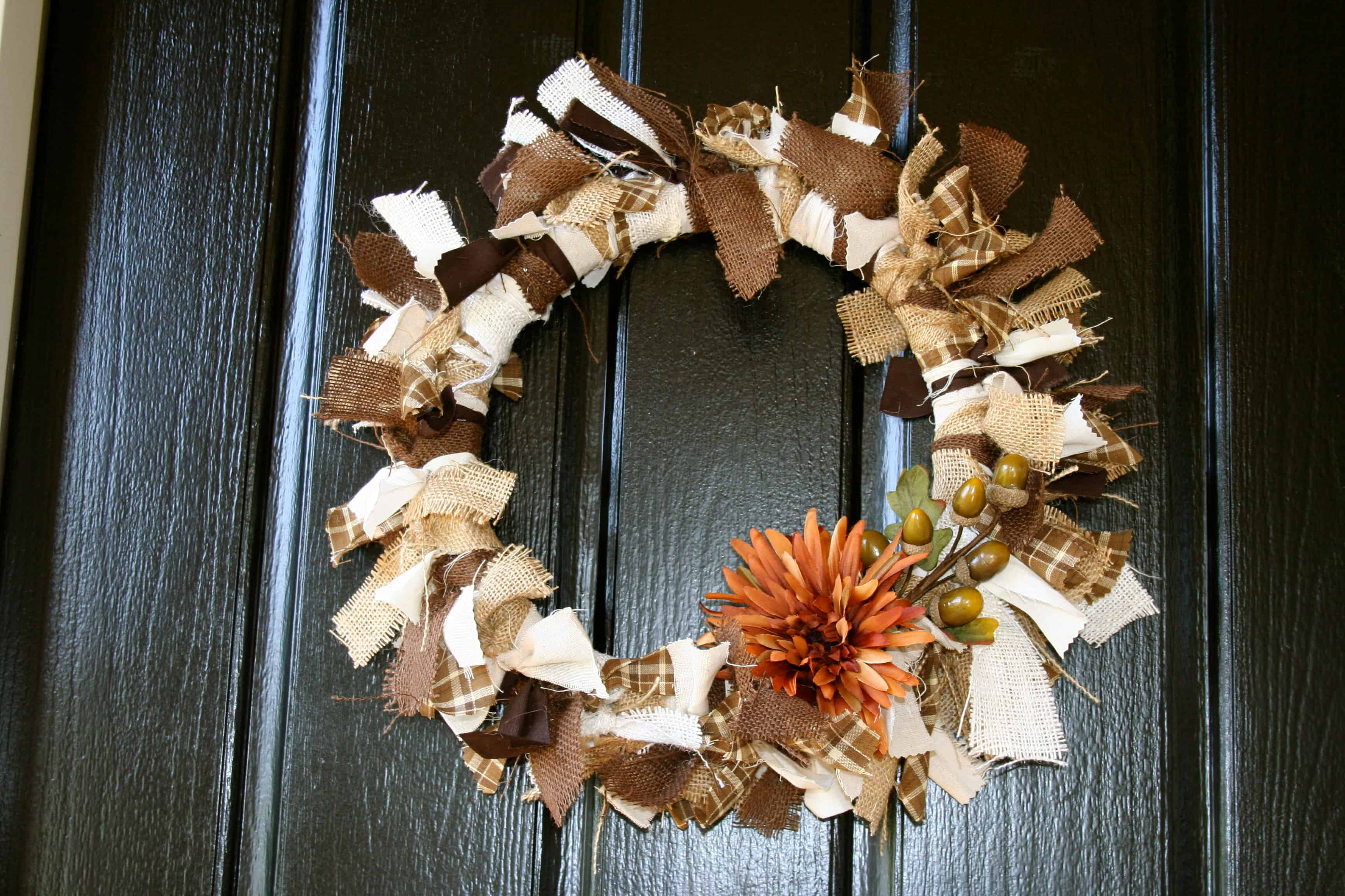 Knotted burlap strips with acorns
