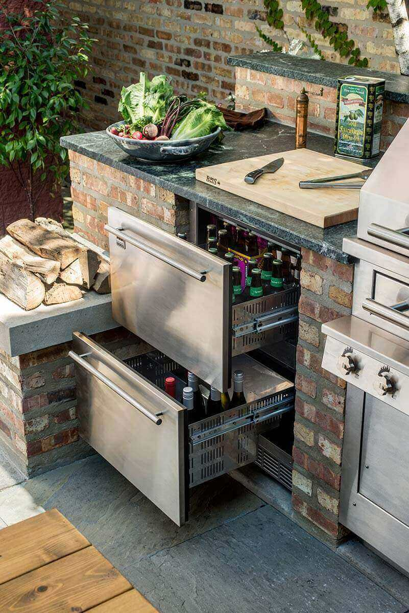 Outdoor refrigerated drawers