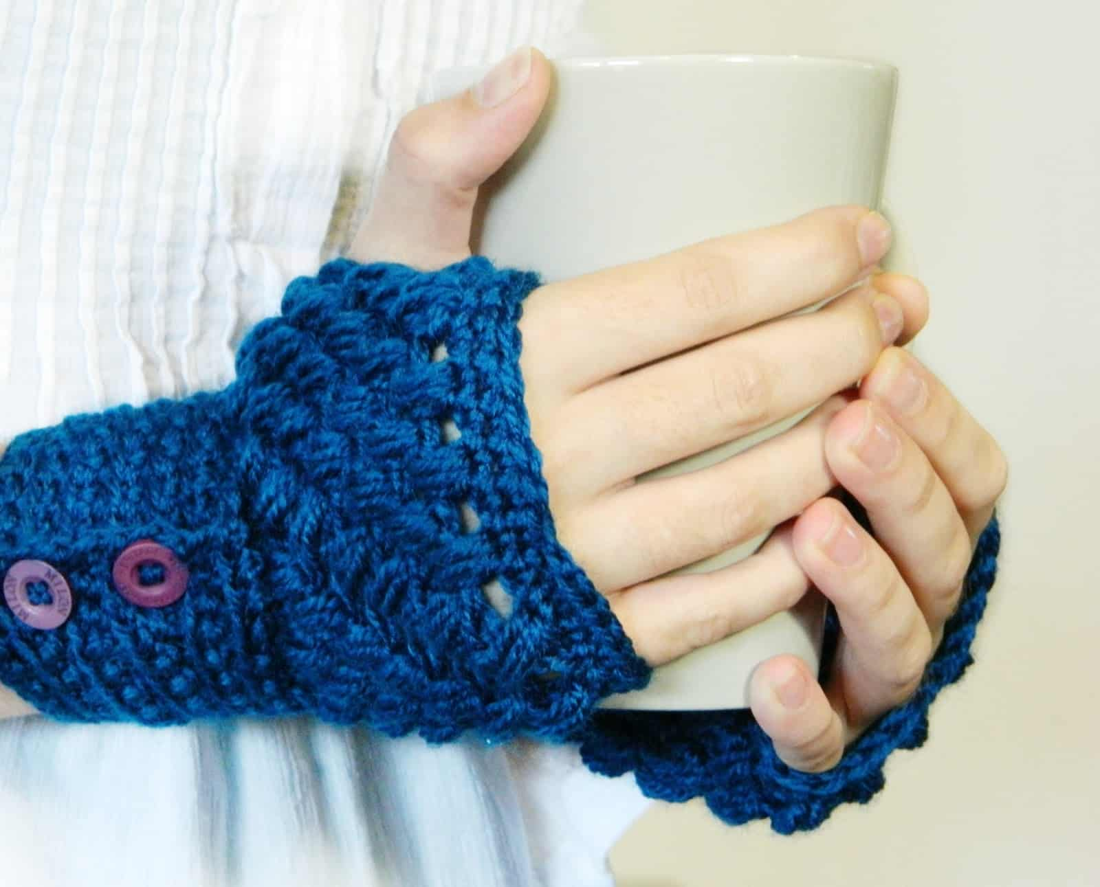 Puff stitch fingerless mittens