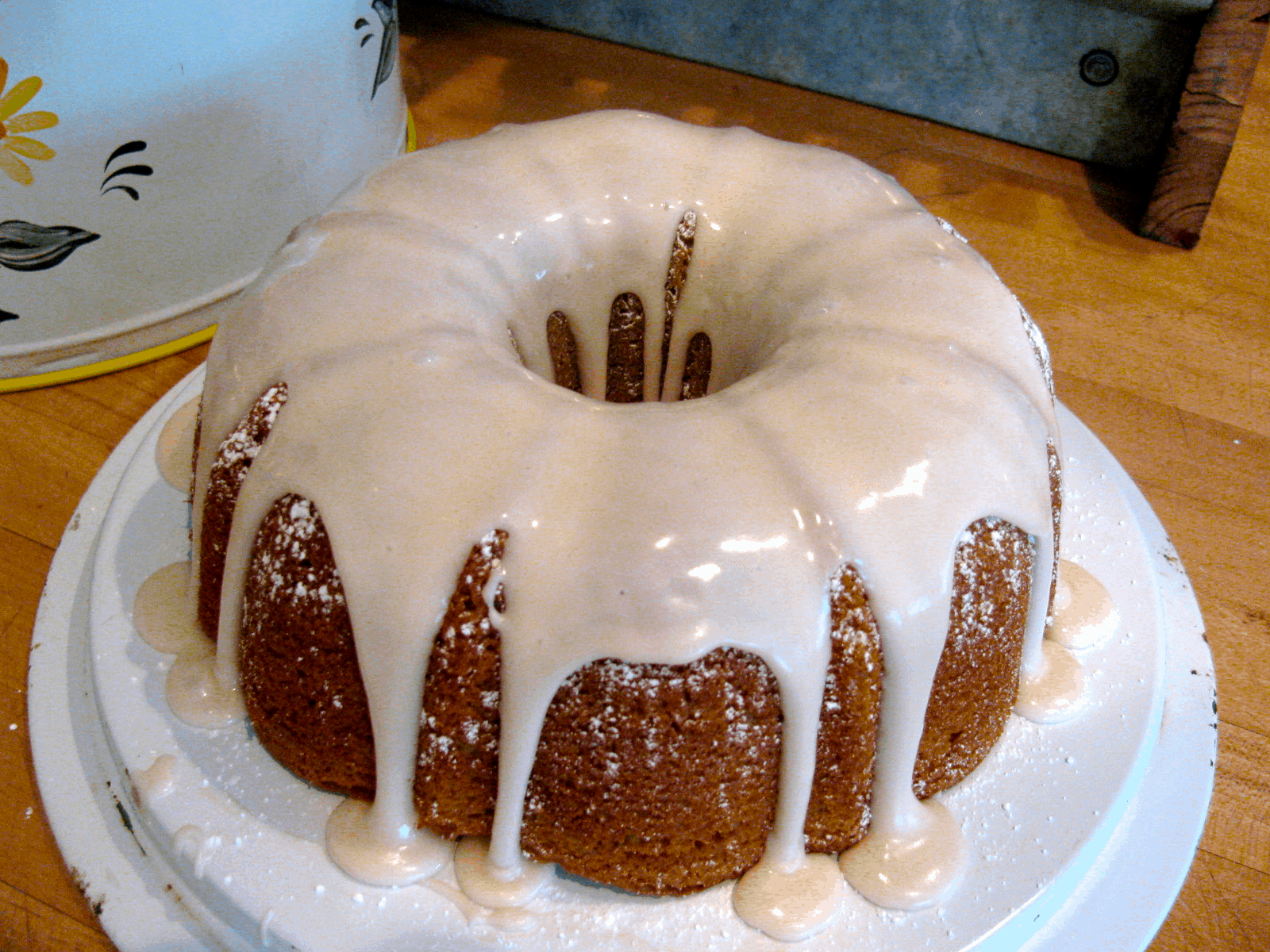 Root beer ring cake with drizzle