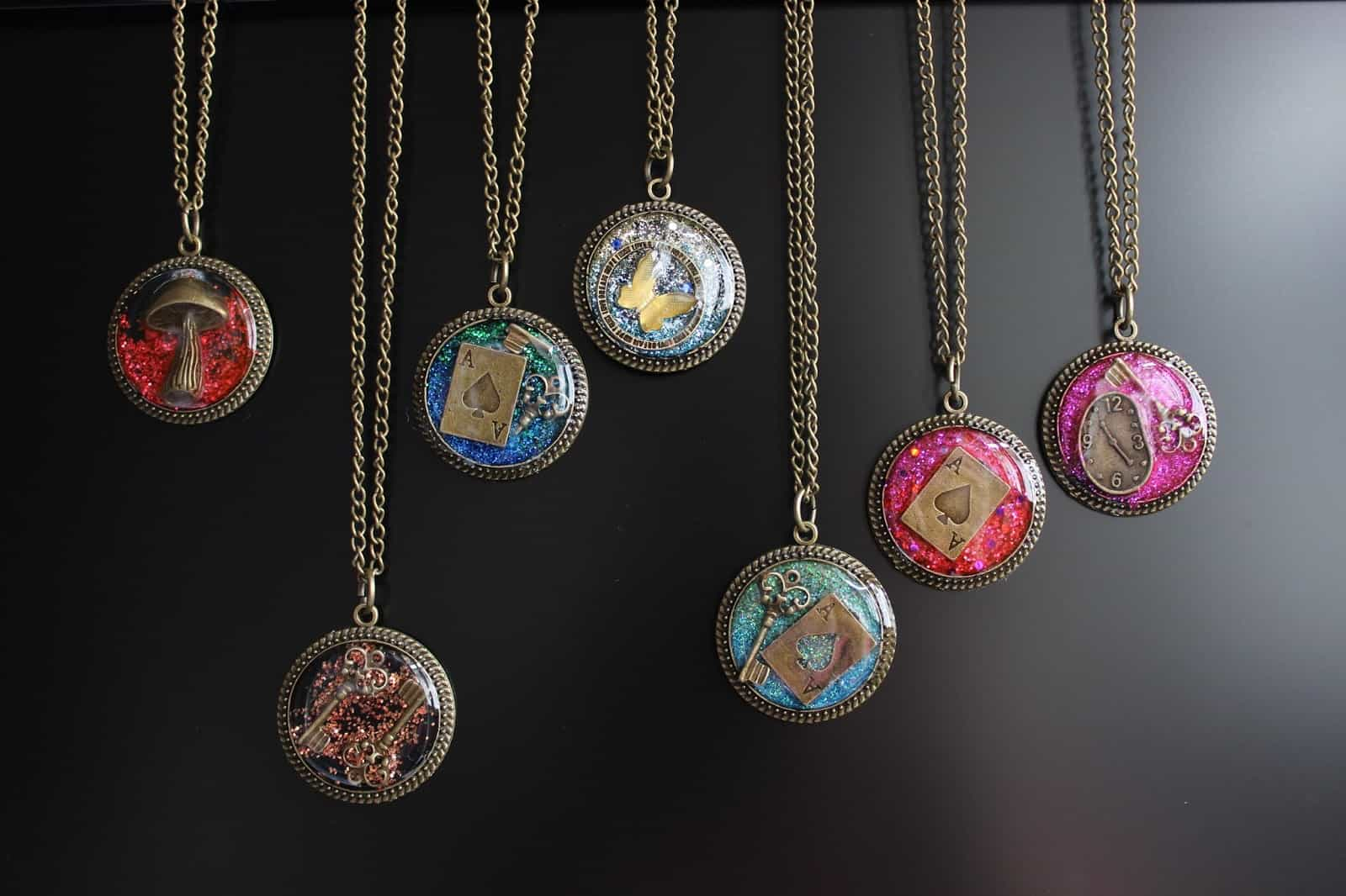 15 diy resin jewelry projects worthy of gifting diy glitter resin jewelry solutioingenieria Gallery