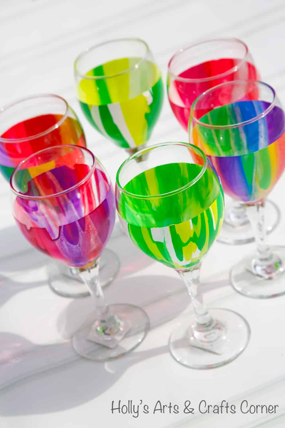15 painted wine glass projects to use at diy gifts for Paint vino