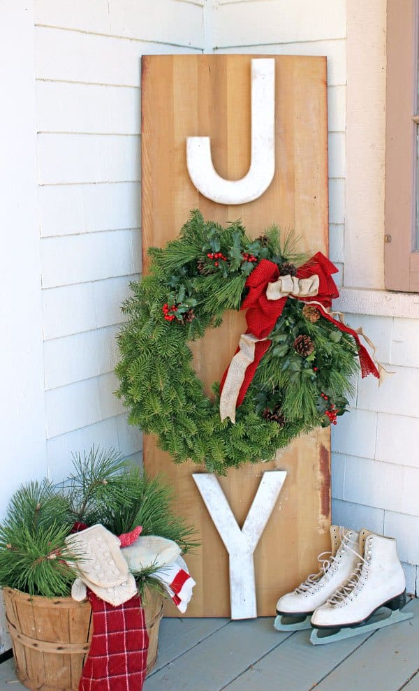 Natural wreath joy sign