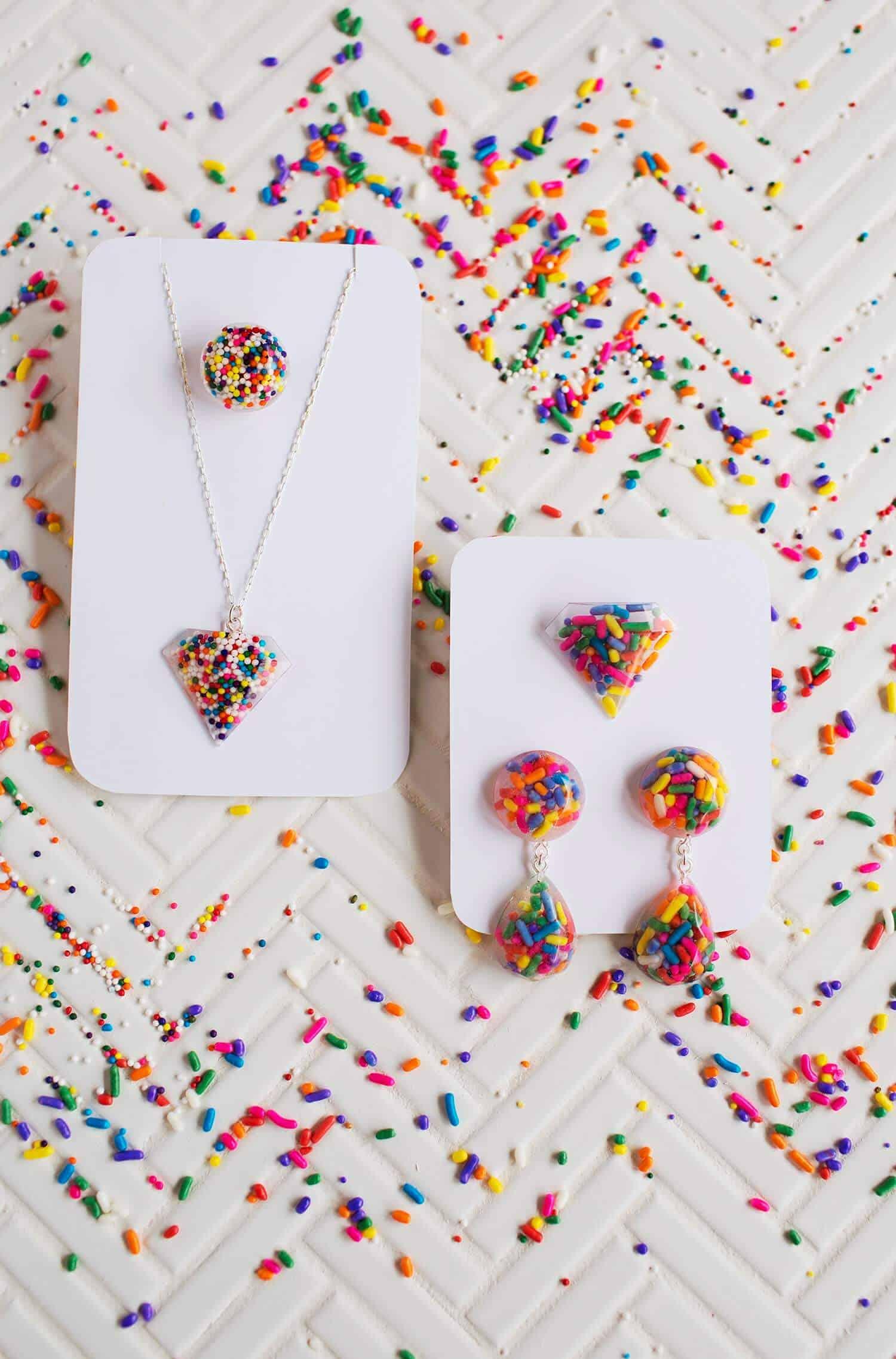 Sprinkle resin jewelry diy
