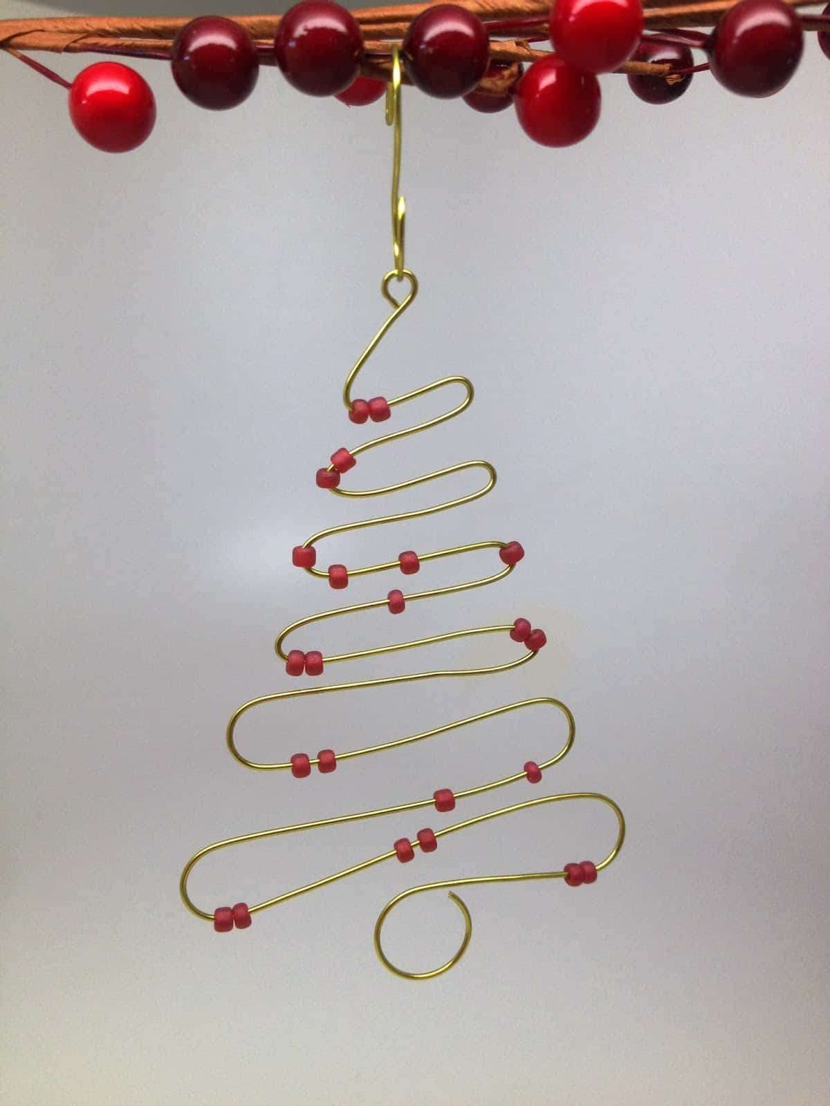 Bent wire and bead christmas tree