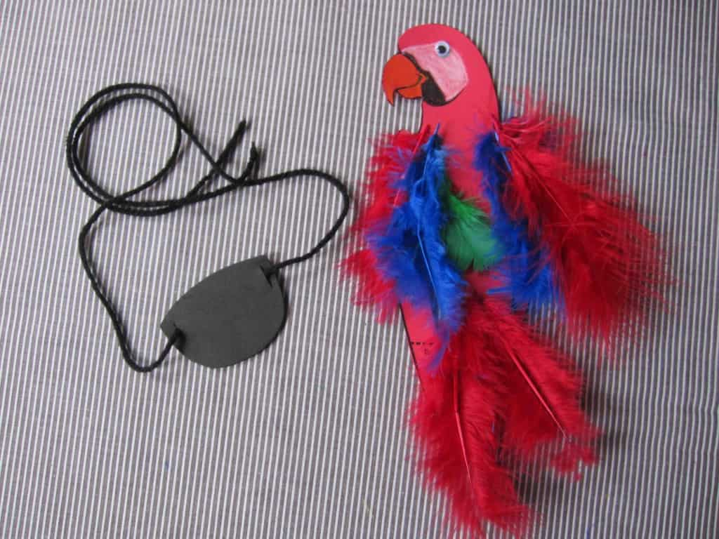 Construction paper parrot with colourful feathers : paper plate parrot craft - pezcame.com