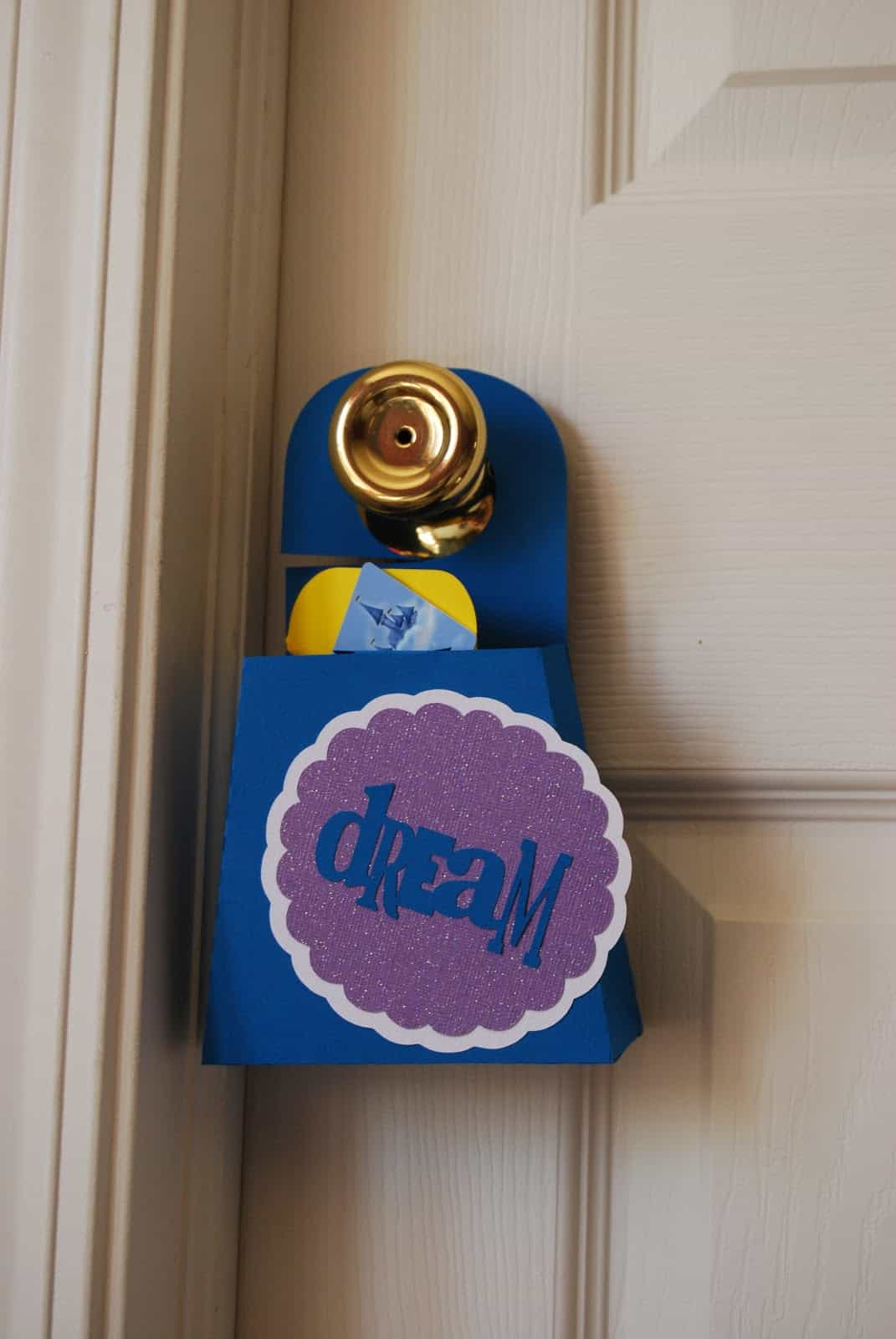 Foam box door hanger