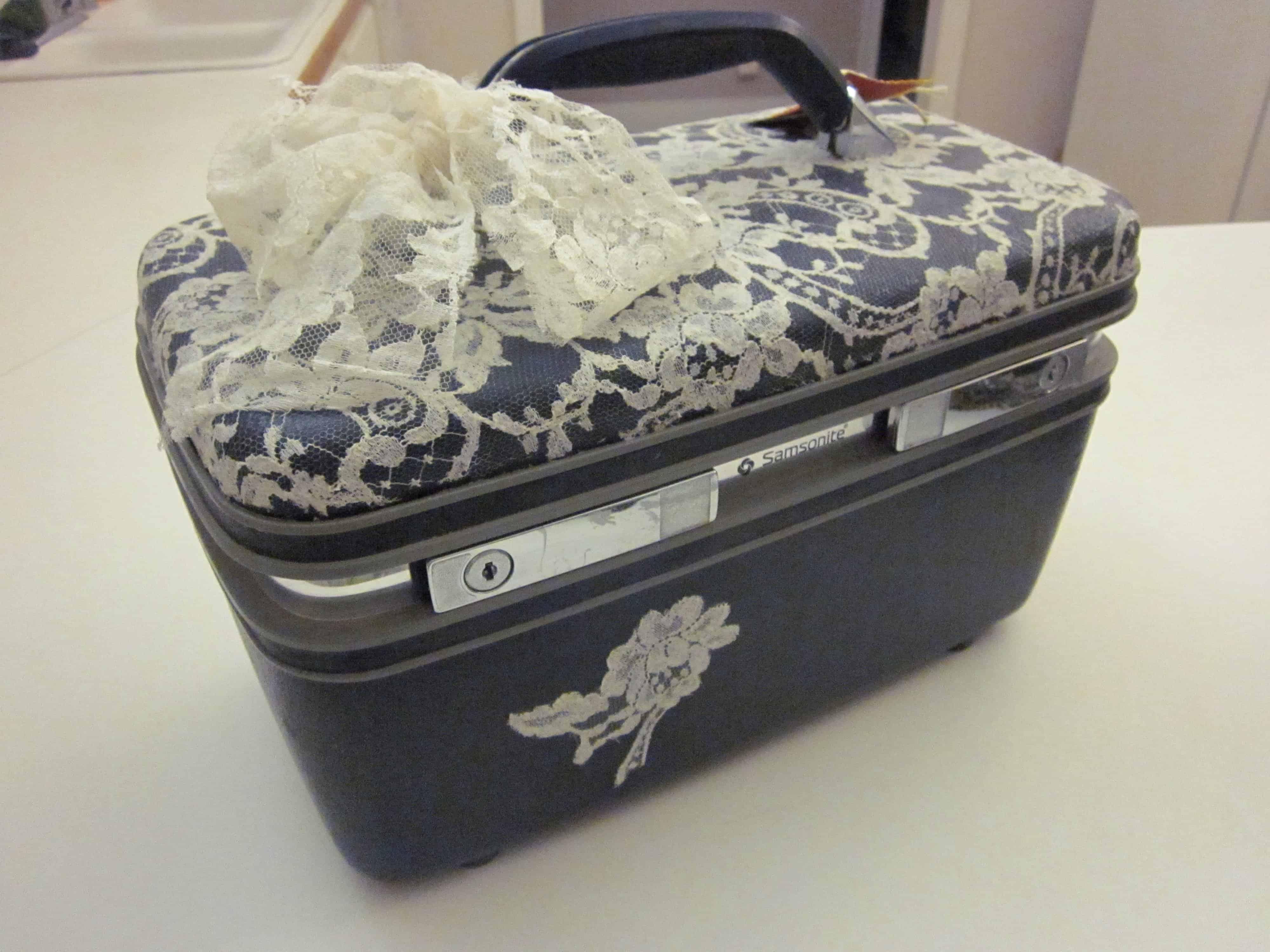 Lace vanity case