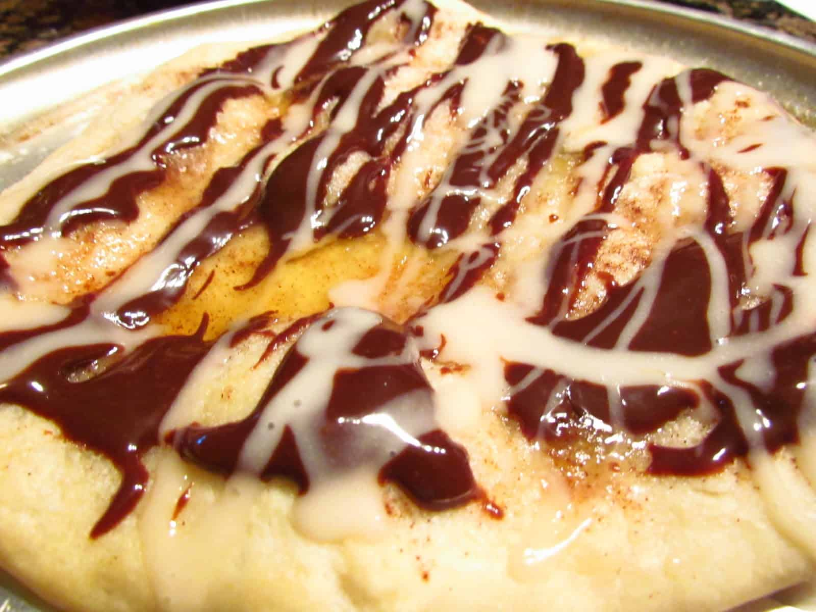 Melted butter and chocolate sauce dessert pizza