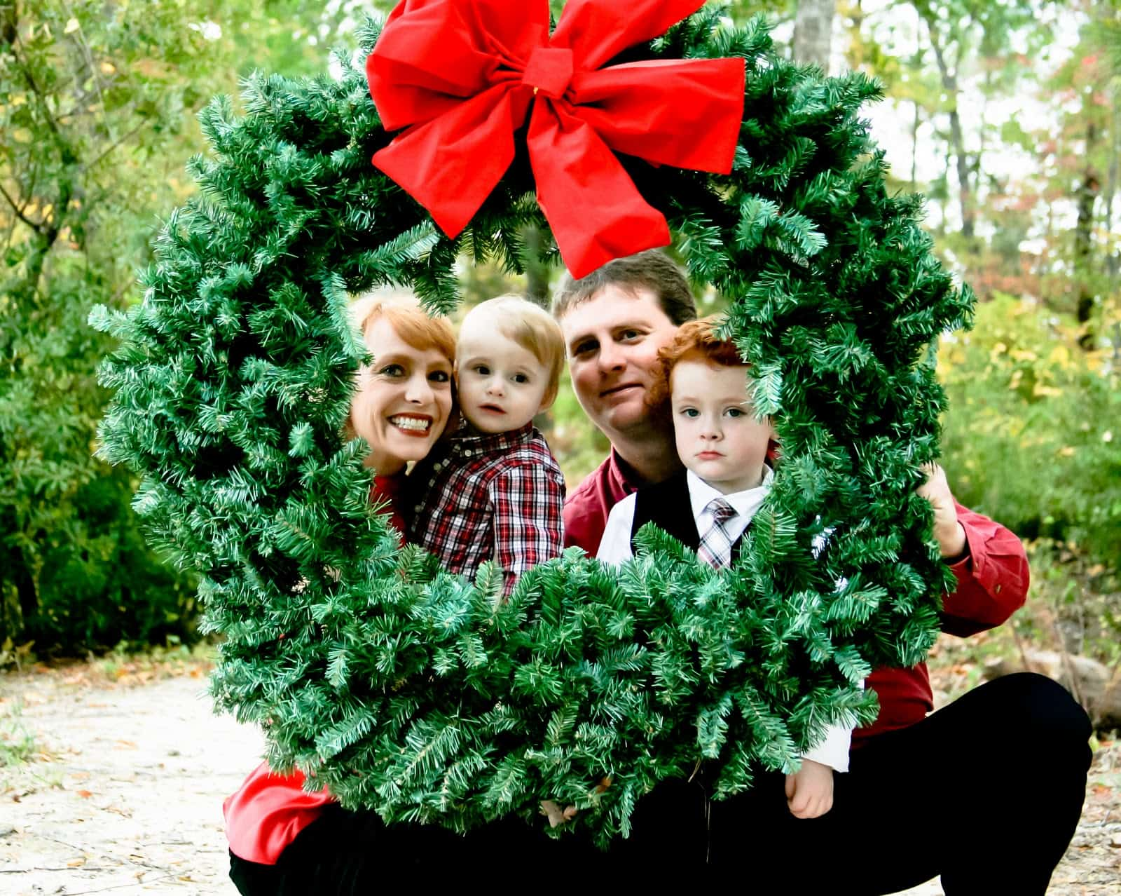 Peeking wreath picture