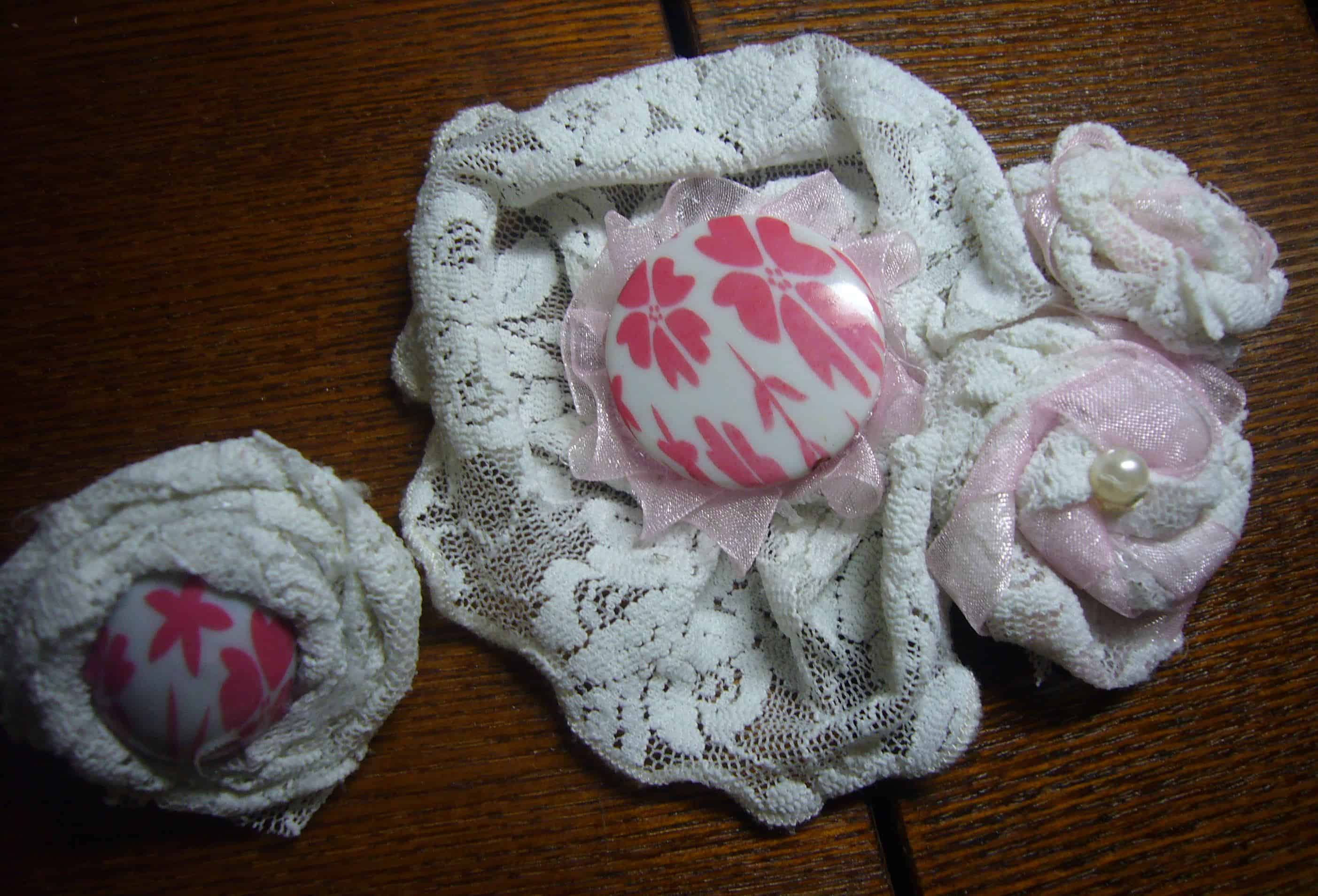 White lace flower brooch set