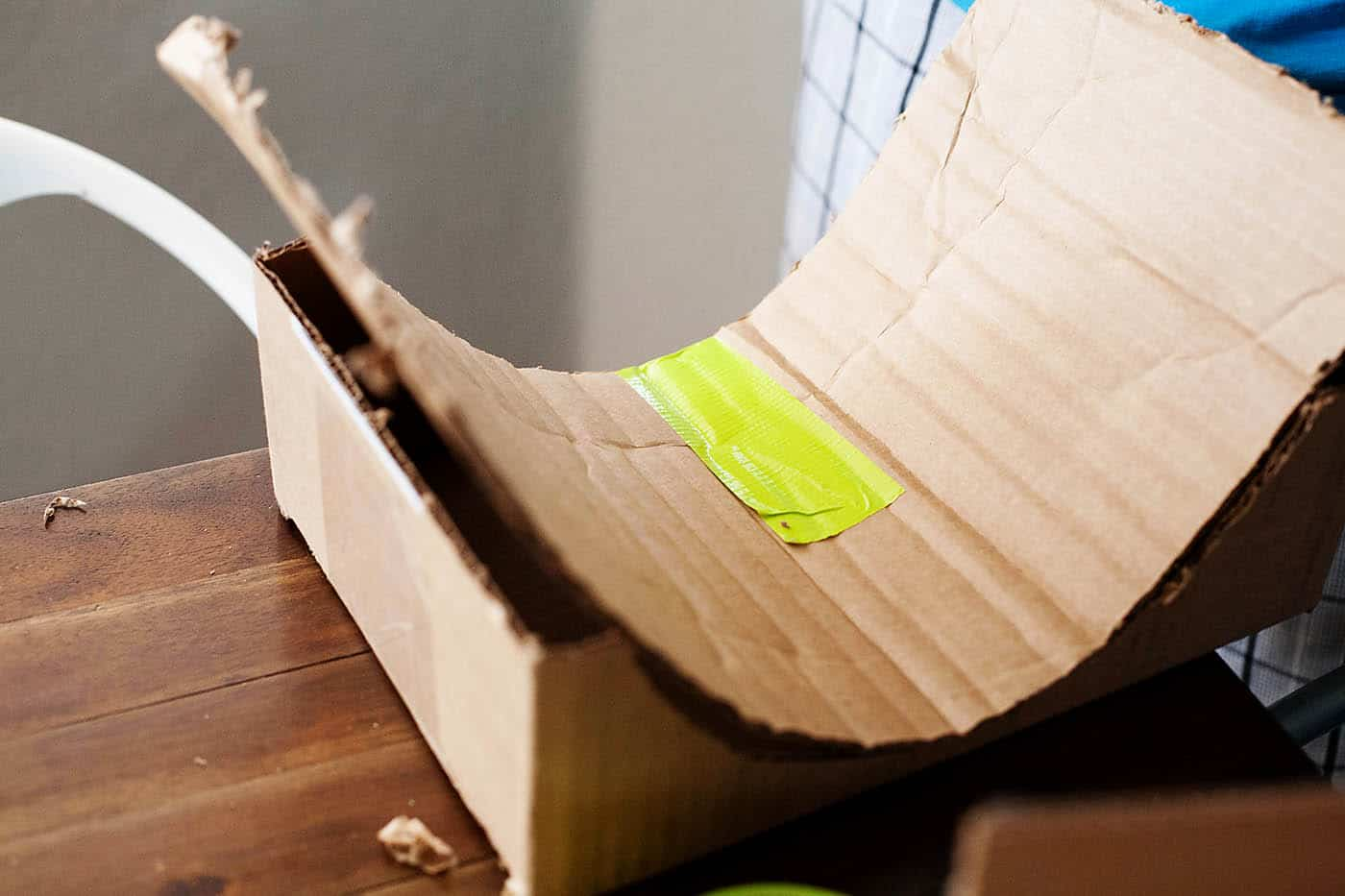 15 cool crafts made with upcycled skateboards cardboard skate park solutioingenieria Choice Image