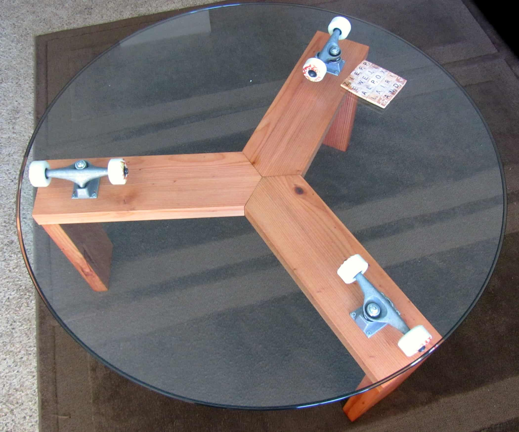 15 cool crafts made with upcycled skateboards lazy susan table top on skateboard wheels solutioingenieria Choice Image