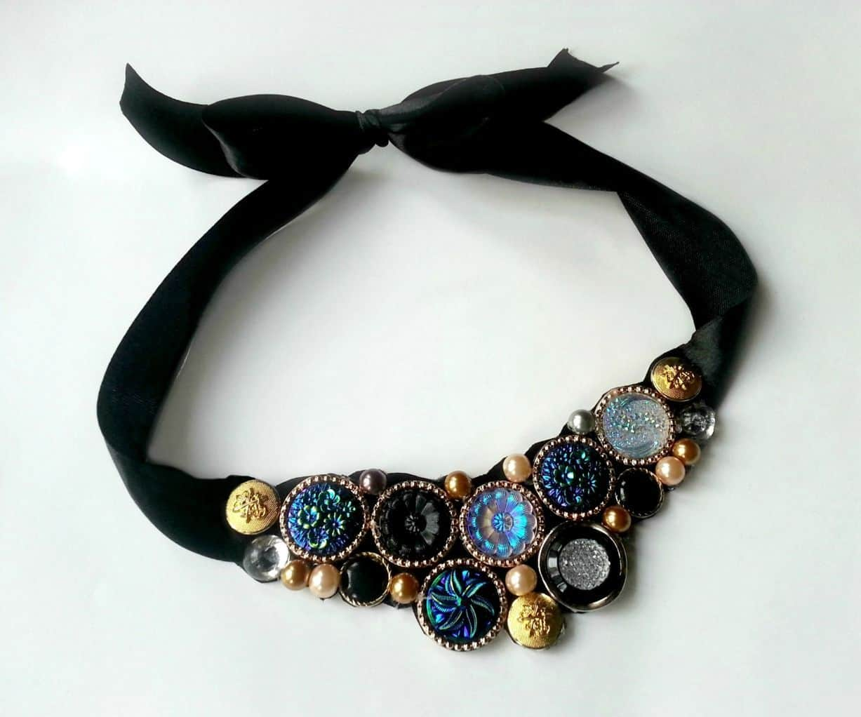 Button ribbon necklace