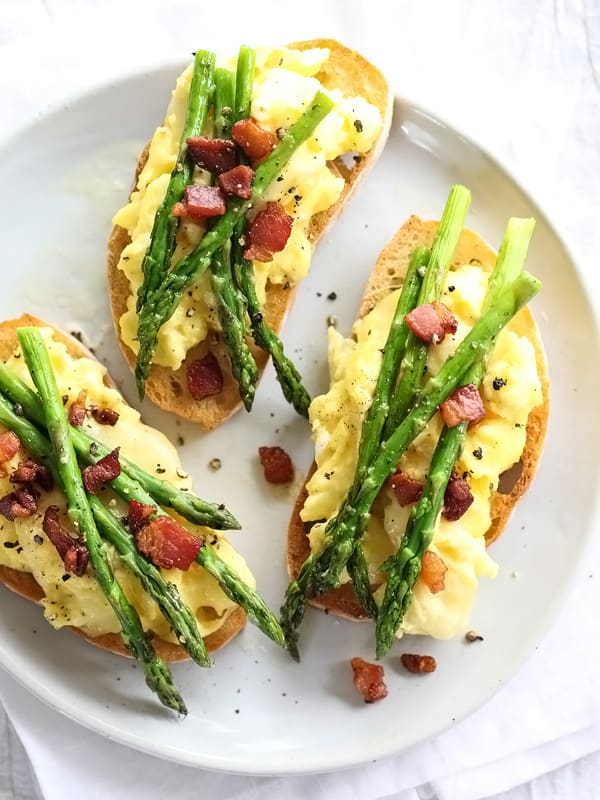 Scrambled egg and roasted asparagus on toast