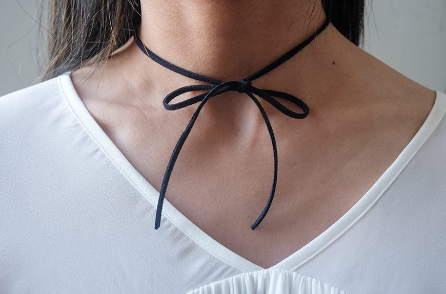 Simple suide bow chokers