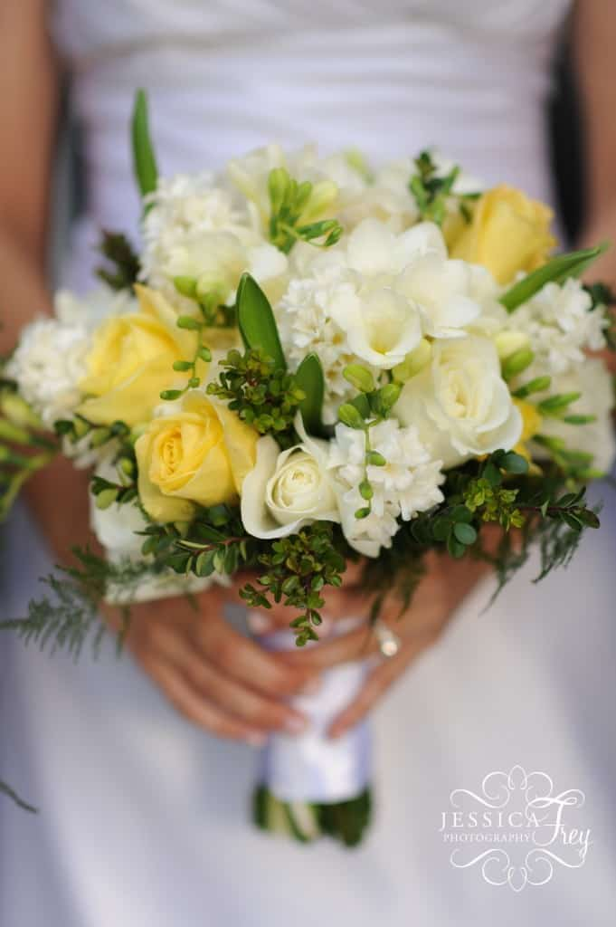 Yellow and cream in floral schemes