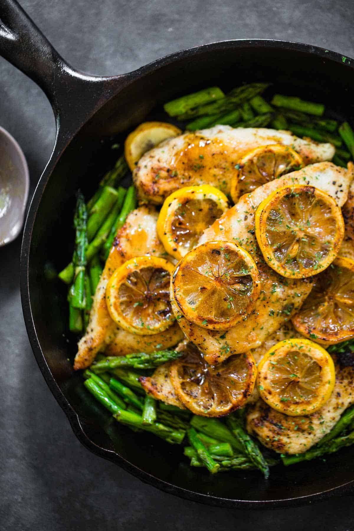 Zesty lemon chicken with asparagus