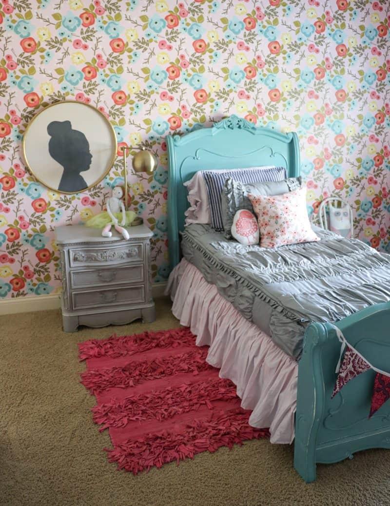 Girl floral wallpaper inspiration