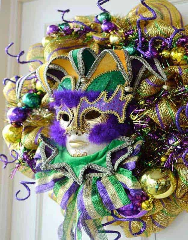 Diy sparkling mardi gras mask wreath