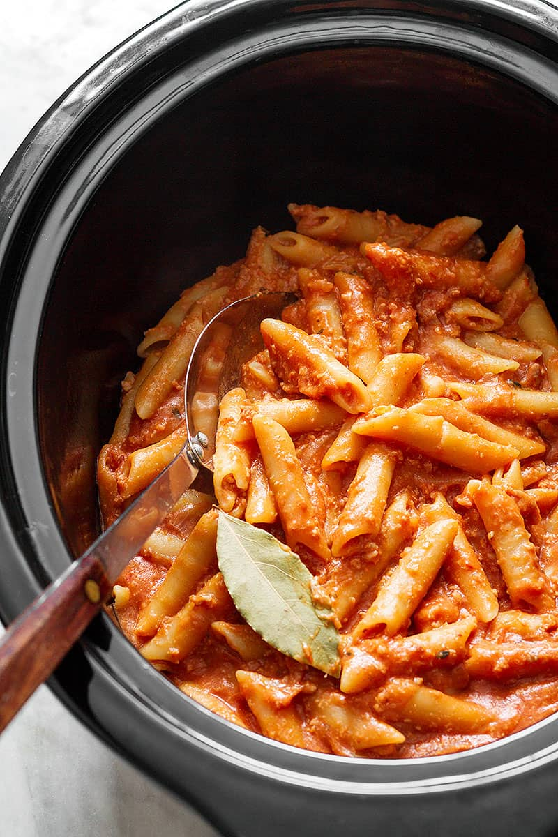 Slow cooker chicken bolognese pasta