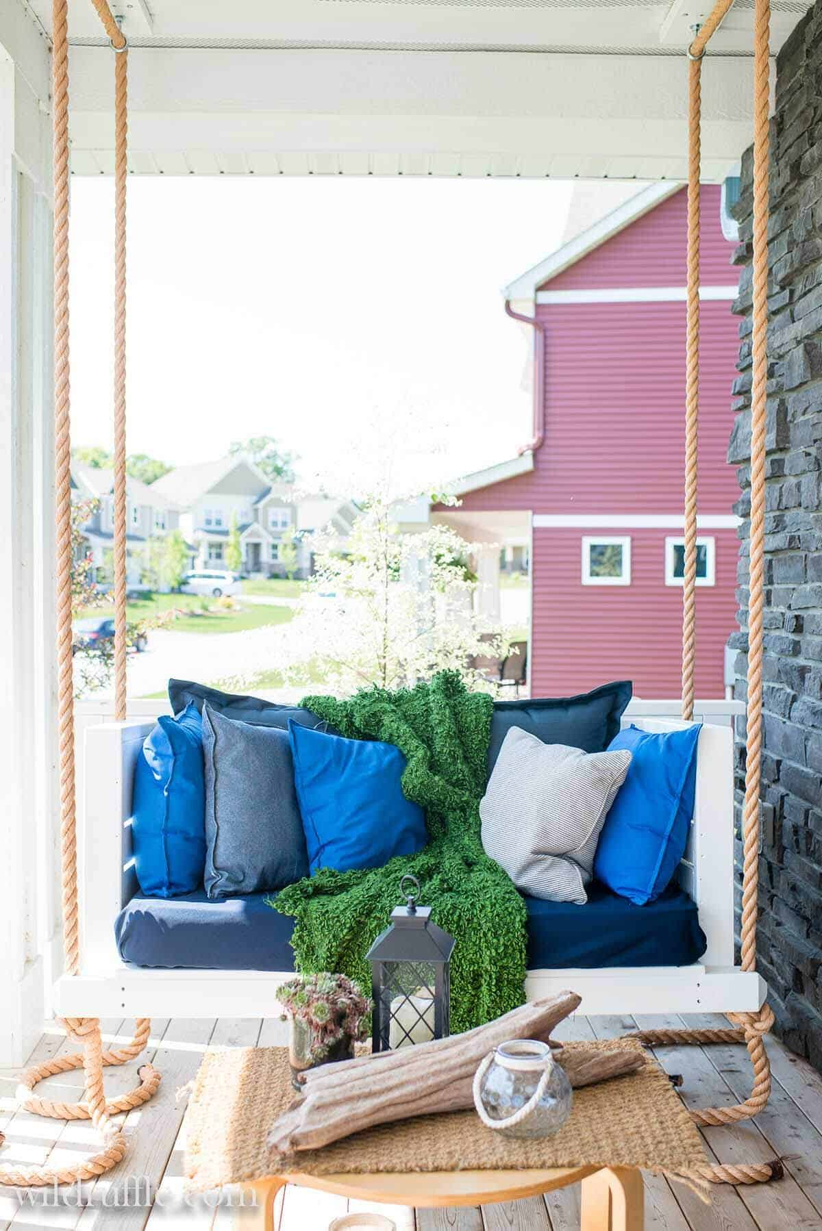 Cushioned porch swing with rope adn pallets